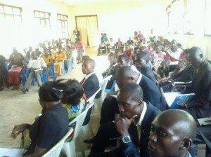 Les jeunes du parlement des jeunes du Maniema en plénière dans la salle CLAC Kindu (photo Chadrack Londe )